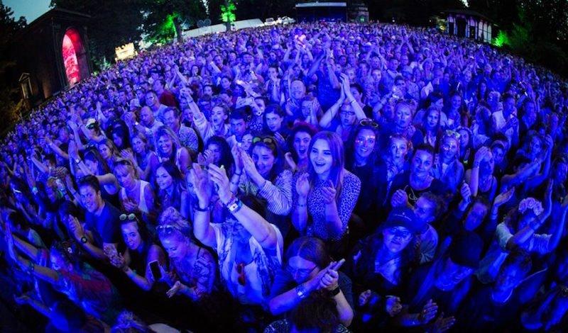 Jamie Cullum crowd, Larmer Tree Festival 2016, Sebastian Schofield