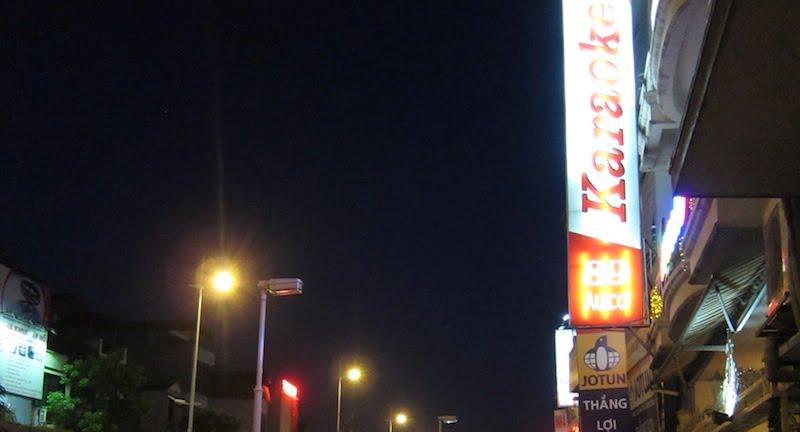 Karaoke bar, Hanoi, Isriya Paireepairit