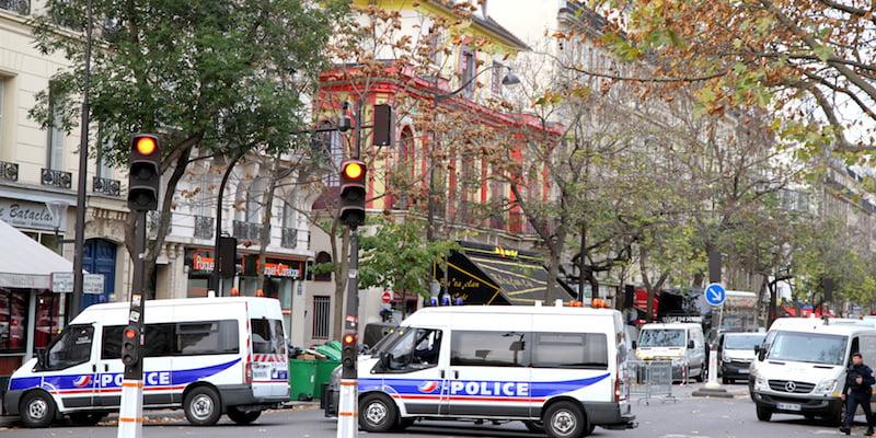 Police vans, Bataclan, 14 November 2015, Maya-Anaïs Yataghène, minute's silence