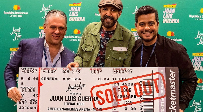 Juan Luis Guerra (centre) with Nelson Albareda, CEO of promoter Loud & Live (left), and SVP ent Edgar Martinez