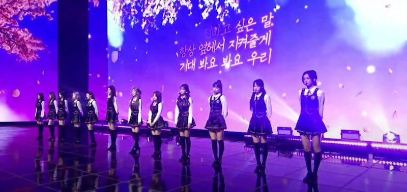 Iz*One perform as part of Uni-Kon on Universe
